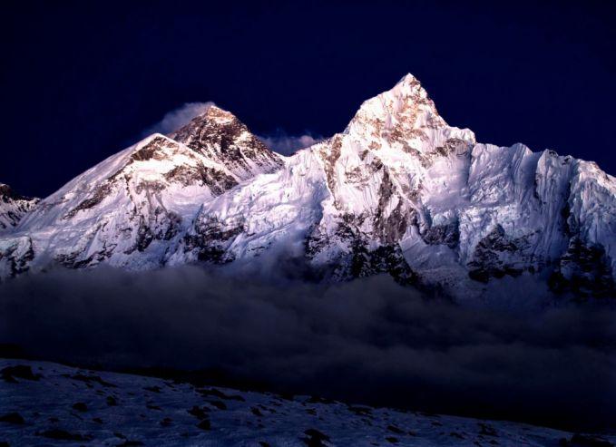 Puncak Gunung Everest dinamakan oleh pemimpin ekspedisi Inggris yang menjelajahi Himalaya.