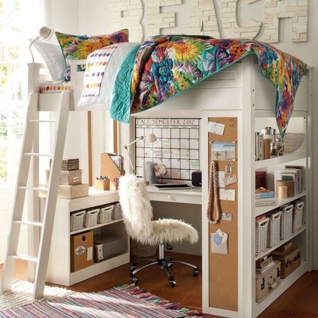 Kamar ini bernuansa putih dengan tampat tidur susun yang dibawahnya ada meja kerja sekaligus beberapa rak untuk menyimpan barang-barangmu.