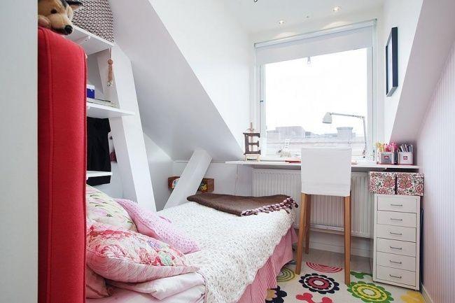 Buat kamu yang punya ruang kosong dibawah tangga, bisa juga dimafaatkan sebagai kamar. Kaya gini nih, contohnya!