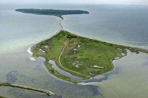 Pulau Abelo Pulau ini berbentuk seekor ikan pari. Berada di laut Kattegat, Denmark. Merupakan pulau terbesar yang dimiliki oleh Denmark.