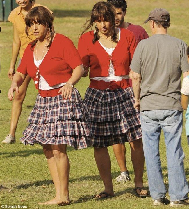 Adam Sandler berperan sebagai wanita di Film Jack and Jill, ternyata pemeran penggantinya juga seorang pria yang bernama Paul Lacovara.