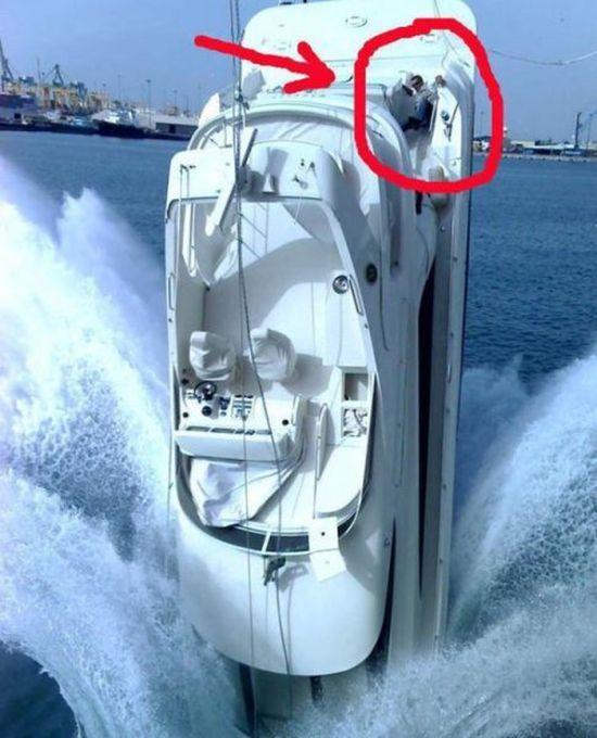 Bisa bayangin nggak kalau kamu jadi orang yang ada pada kapal naas ini..hehehe