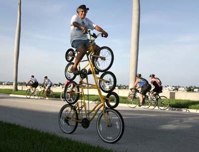duh om nya lagi pamer tuh punya sepeda banyak..