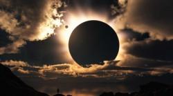 10 Gambar Meme Gerhana Matahari Paling Lucu
