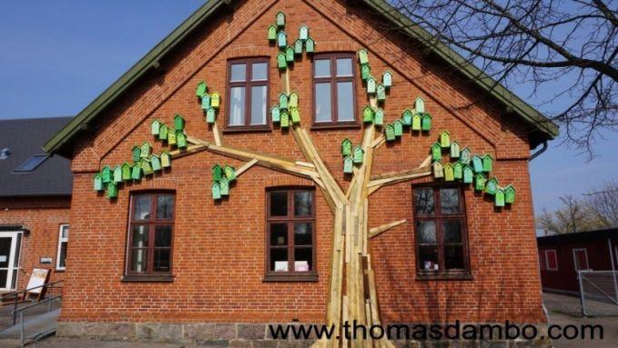 #9 MURAL Seperti pada foto yang sebelumnya. Rumah burung juga dipasang dengan tema mural. Masih dengan thema pohon namun kali ini rumah burung disusun seolah-olah seperti daun dari pohon.