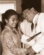 #5 Megawati Soekarnoputri Beliau adalah presiden kelima Indonesia sekaligus pemimpin dari Partai Demokrasi Indonesia Perjuangan (PDIP). Tampak Megawati saat muda memang disayangi oleh ayahnya sehingga saat sudah dewasa pun mengikuti jejak ayahnya sebagai presiden.