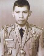 #6 Susilo Bambang Yudhoyono Presiden keenam Indonesia ini sering kali disapa dengan sebutan SBY. Masa mudanya dihabiskannya untuk ditempa di dunia militer. Tampak dari foto ini, beliau terlihat muda dan masih kurus.