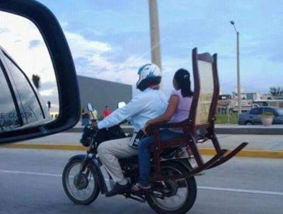 #3 Kursi Motor Pada umumnya kursi di motor tidak memiliki space untuk menyandarkan punggung. Masalah itu dapat dibereskan dengan menambah kursi lagi di belakang kursi motor. Hahaha