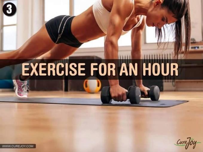 #3 LATIHAN SATU JAM Melakukan peregangan otot dan beberapa gerakan yang sederhana selama satu jam. Hal ini akan membuat otot menjadi terlatih dan kencang.