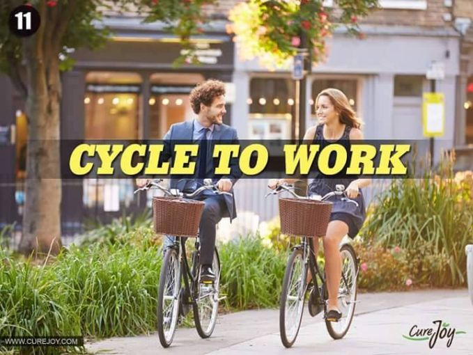 #11 BERSEPEDA KE TEMPAT KERJA Di kota-kota besar, bersepeda ke tempat kerja sudah dilakukan karena meniru kehidupan orang desa yang kemana-mana naik sepeda. Mereka juga ingin memiliki tubuh yang sehat seperti orang yang hidup di desa.