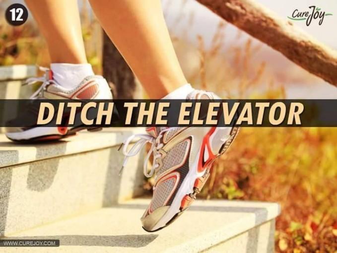 #12 NAIK UNDAK-UNDAK Untuk hidup sehat juga harus mengurangi menggunakan lift. Mungkin kliklinker perlu sekali-kali untuk berolahraga kecil dengan naik undak-undak supaya jantungmu menjadi sehat.