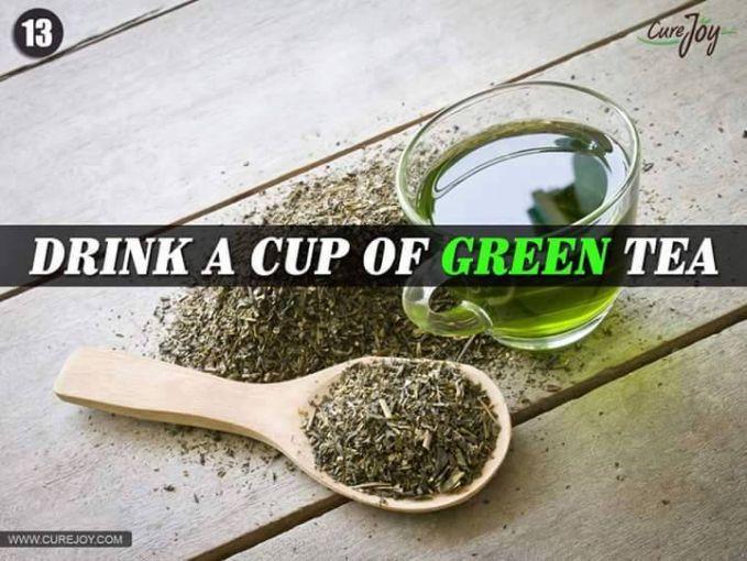 #13 MINUM SECANGKIR TEH HIJAU Teh hijau terbukti berkasiat dalam kesehatan. Selain untuk membuat lambung menjadi sehat juga dapat membuat kulit menjadi lebih cerah.