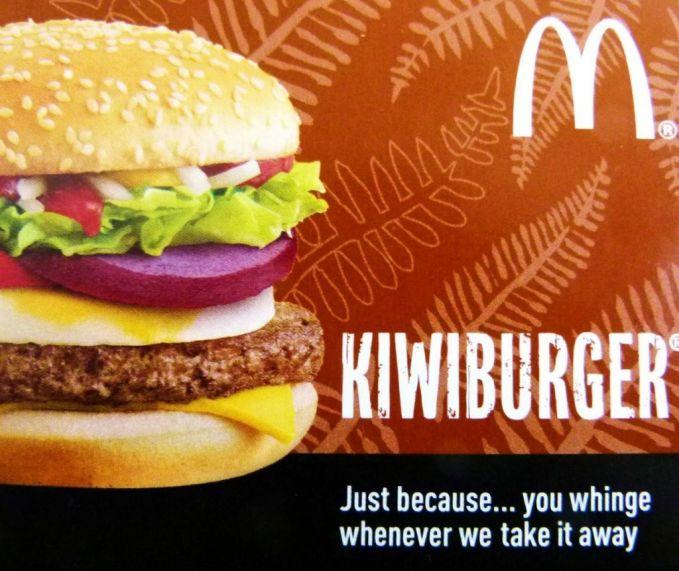 #1 Kiwi Burger KiwiBurger hanya ada di Selandia Baru. Burger unik ini diperkenalkan pada tahun 1991, dan mau tahu isinya? Ubi ungu, keju, daging sapi, dan telur jadi satu di tengah potongan roti.