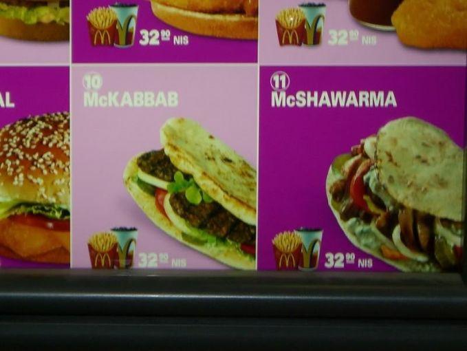#4 Mc Shawarma McShawarma dapat dibeli di Israel. Isinya diklaim lebih sehat jika dibandingkan dengan menu burger lainnya. Daging kalkun yang dipanggang menjadi isian utama McShawarma.