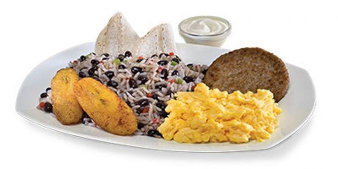 #9 Gallo Pinto Di Kosta Rika, McDonald's mencoba menyajikan Gallo Pinto, yang tak lain merupakan makanan tradisional khas Kosta Rika. Menu ini biasanya dihidangkan saat jam sarapan tiba. Terdiri dari nasi goreng, kacang, yang dilengkapi dengan orak-arik telur dan krim asam untuk topingnya.