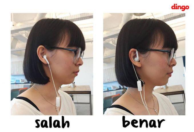 gini nih cara pasang headset yang bener. dililitkan ke teling. bukan di cantolkan langsung.