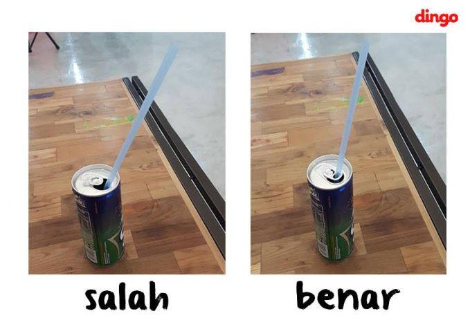 cara pake sedotan di soft drink kalengan itu begini. di taruh ke lubang pembuka. bukan langsung masuk dalam kaleng.