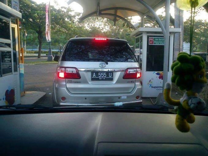 #5 A 555 U Dibaca asssu. Dalam bahasa Indonesia artinya anjing. Kok gak cari nomer yang lain aja ya?