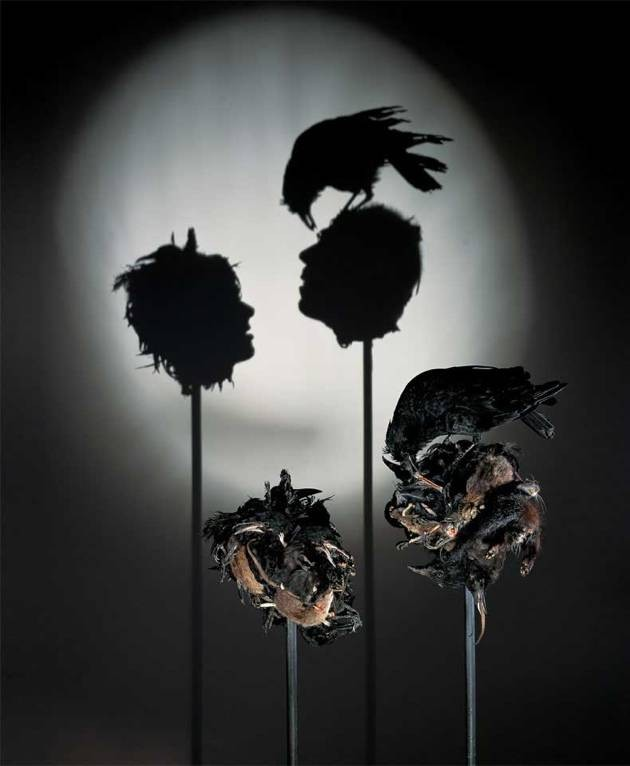 #7 CIUMAN KEMATIAN Bayangan ini dibuat dari beberapa bangkai hewan terutama tikus. Bayangannya pun seperti kepala manusia yang dihinggapi oleh burung pemakan bangkai. Dibuat pada tahun 2003.