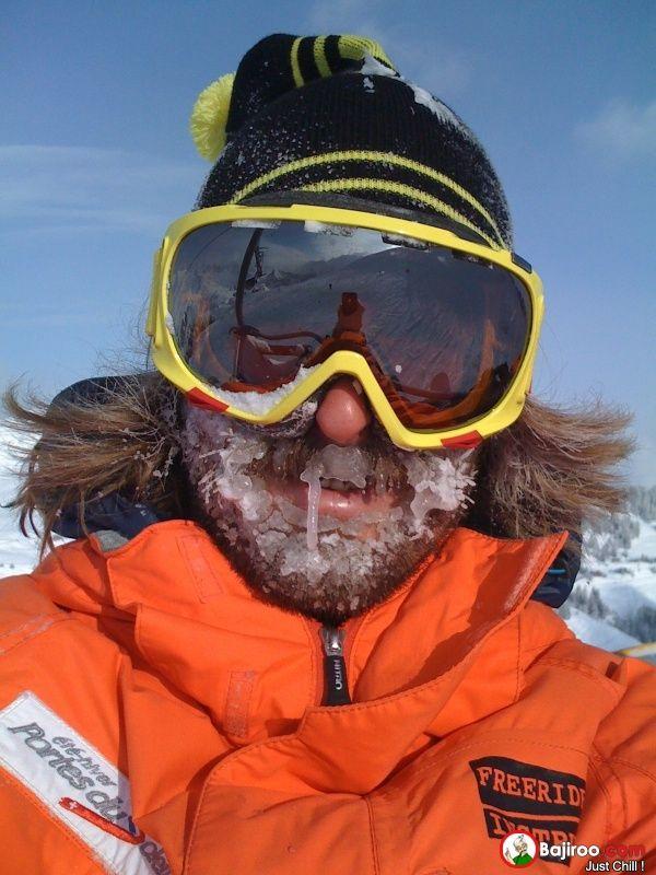 kalo lagi ski atau olahragadi luar ruangan pas musim dingin ya pasti beku dah..