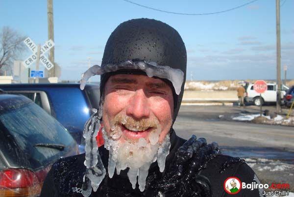 aduh om, wajahnya udah kayak freezer di kulkas yang perlu di bersihkan..