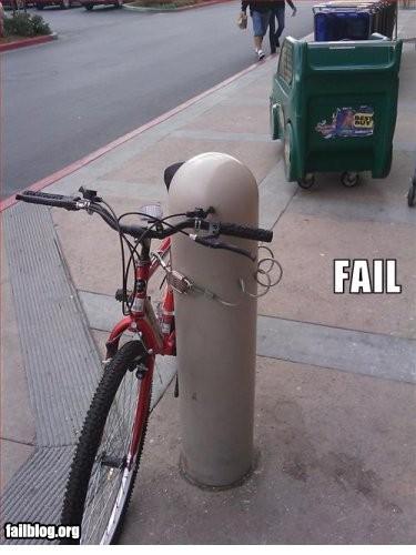 kalo emang takut hilang lebih baik dikunci di tempat penguncian khusus sepeda, atau di parkiran aja deh biar aman