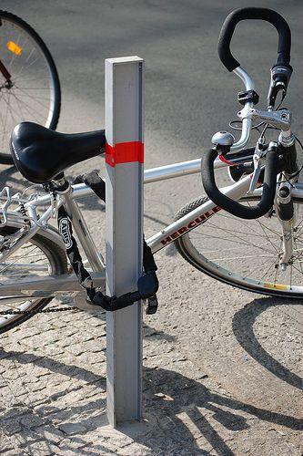 kan walaupun cuman sepeda, tapi sayang juga kalo hilang karena kita nguncinya gak bener..