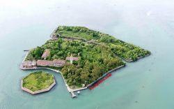 10 Foto suasana Pulau Wabah, daerah berhantu yang tak berpenghuni!