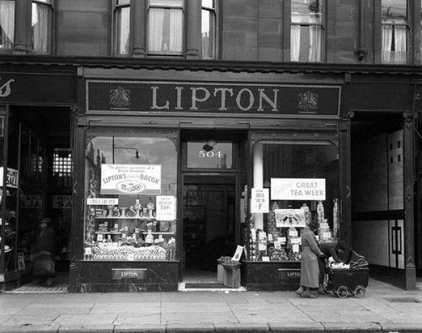 Lipton Pernah minum minuman Lipton tea? Ternyata dulu perusahaan ini adalah toko swalayan.
