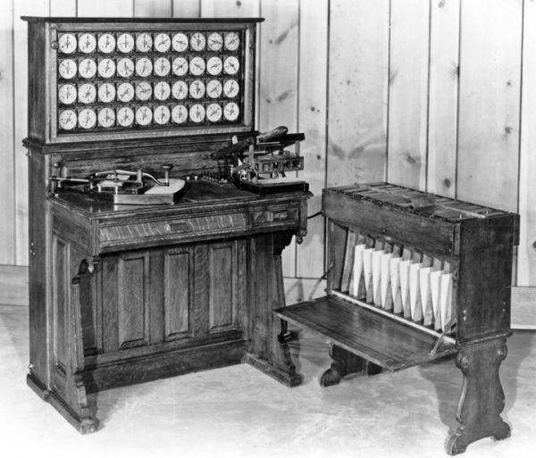 IBM Sebelum menjadi terkenal dengan produksi komputer nya, IBM telah memproduksi mesin tabulasi, slicers keju, dan timbangan.