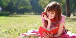 Hobby Membaca? 10 Tempat Tenang Ini Cocok Buatmu