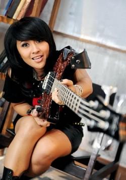 Inilah 10 Kartini Bergitar dan Berbass Dari Indonesia..Keren!