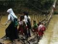 Ini bukan acara Ninja Warrior, ini adalah rintangan yg harus dilewati oleh sebagian anak2 Indonesia setiap hari untuk ke Sekolah.