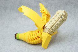 Seniman asal Jepang ini mengkreasikan lego jadi bentuk makanan, keren!