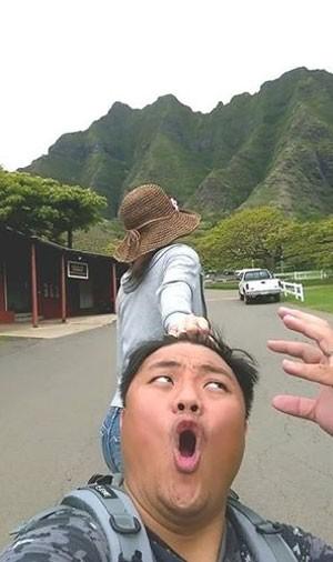 kemanapun mereka lagi travelling, fotonya harus wajib kek gini!
