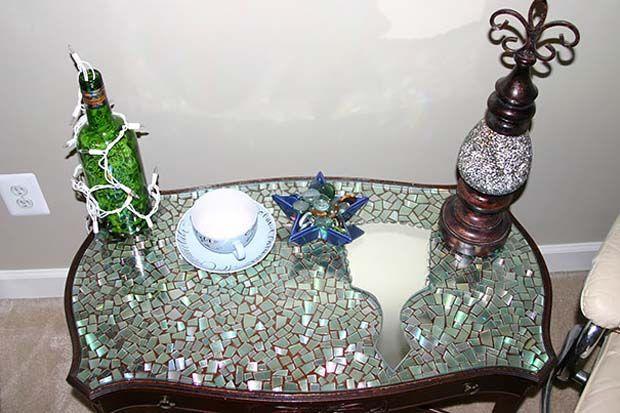 meja yang udah banya goresan dan keliatan kuno pun jadi lebih futuristik!