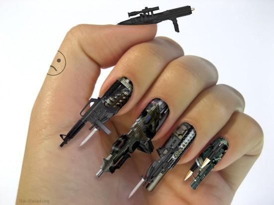 buat para ladies yang doyan ngegame atau doyan ama yang namanya senjata, bisa kok kukunya dihias dengan nail art kek gini..