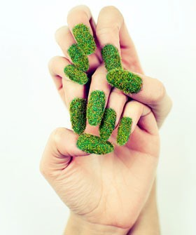 go green! biar tangannyaadem macem rumput dipagi hari,,