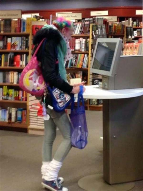 mau tampil ngejreng pas ke toko buku? why not!
