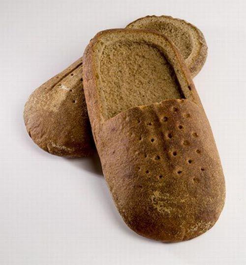 mereka tentu kaget dan bingung dengan hadiahnya, ini sepatu bisa dimakan gak ya..
