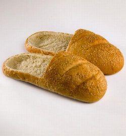 Sandal Yang Terbuat Dari Roti? Atau Roti Yang Terbuat Dari Sandal? Nih Jawabannya..