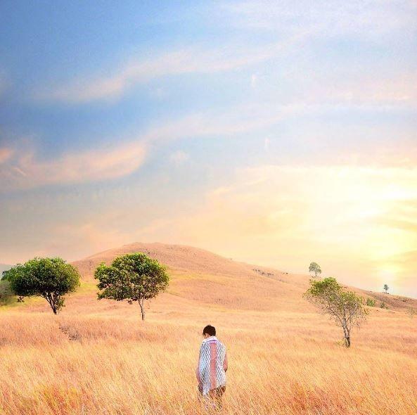 7. Bukit Batu, Riam Kanan Banjarbaru, Kalimantan Selatan Bukit Batu ini memang berbeda dari bukit yang lainnya. Karena untuk naik ke puncaknya tidak terlalu tinggi. Di Bukit Batu ini memang menjadi spot terbaik untuk melihat sunrise dan sunset. Keren kan?!