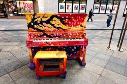 Piano Keren Dan Penuh Seni, Dan Semua Orang Bebas Memainkannya!