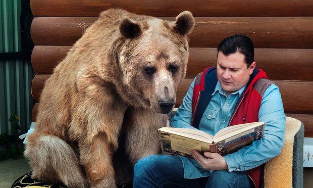 duh.. bahkan anteng banget pas diajari membaca... keren!