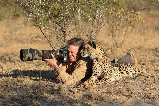 bahkan terkadang mereka ditemani oleh tour guide loh..macem cheetah kek gini..