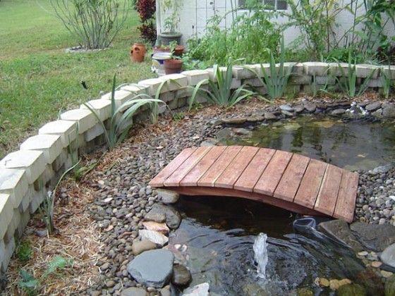 bisa dengan kayu dengan atau tanpa pegangan.. tidak atau bisa dialiri dengan air pada bagian bawahnya..