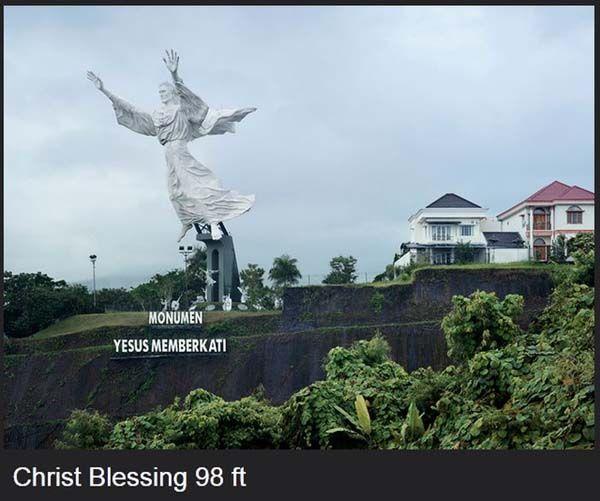 ini nih patung yesus terbesar di Asia yang ada di manado!
