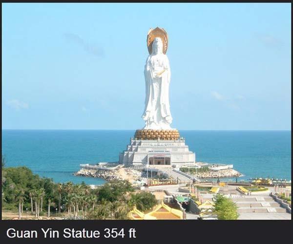 patung dewi yang mirip dengan patung liberty di amerika serikat!