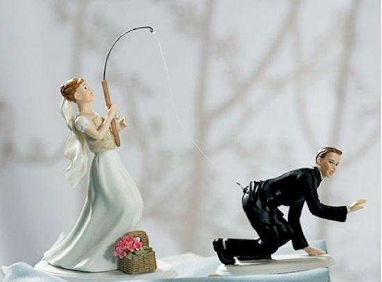 Jangan main-main deh kalau punya istri seperti yang terlihat dari cake ini. Kalau nakal, bisa-bisa kamu dipancing beneran lho!