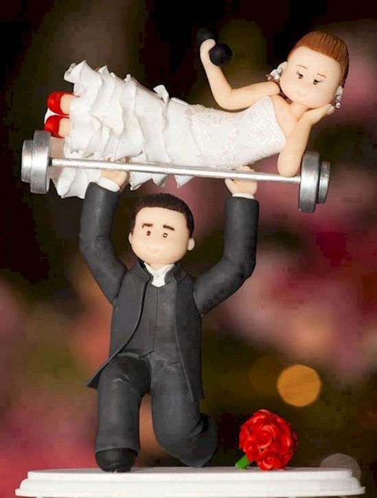 Kuat banget ya udah angkat berat ditambah dengan ngangkat istrinya yang masih bawa beban juga di tangannya, kalau kamu gimana kliklinker?